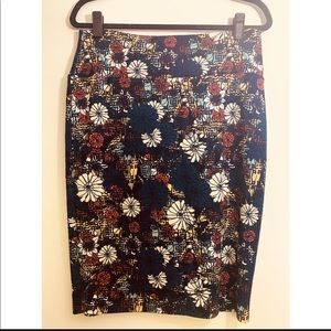 XL Cassie Floral Navy Background